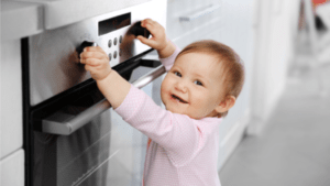 Baby playing with oven - Merts heating
